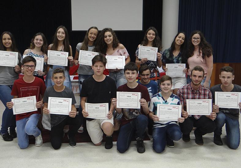 Evento realiza premiação aos alunos destaques de 2017