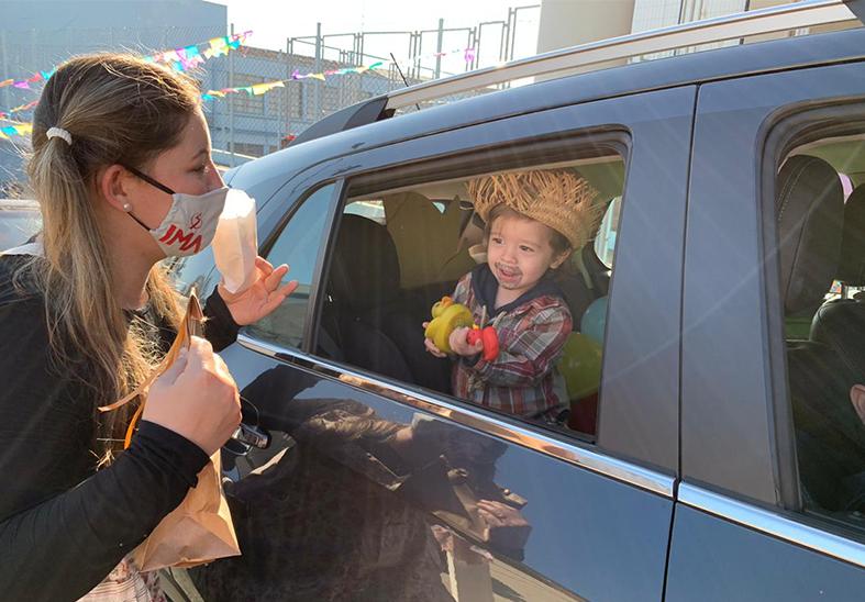 Educação Infantil promove Drive Thru Junino